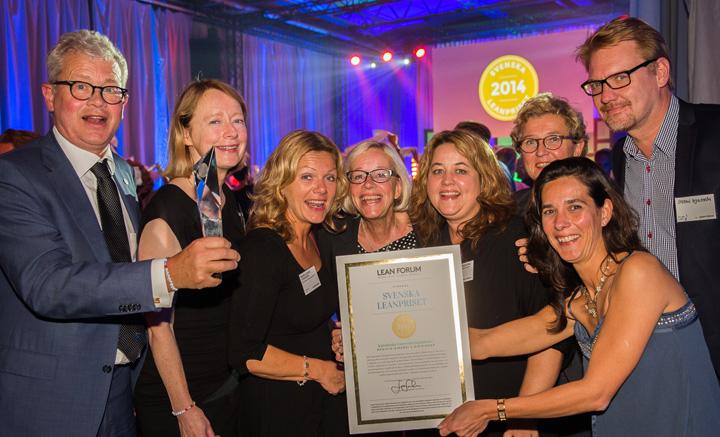 Glada vinnare av Svenska Leanpriset från från Karolinska Universitetssjukhuset, MK2-divisionen. Fotograf: Camilla Svensk.